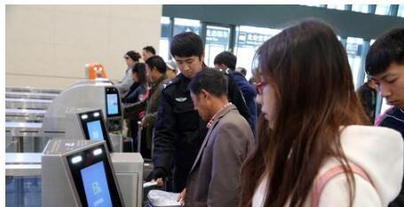 """""""刷脸""""时代—— 智能安检设备除了验票还能做些啥?"""